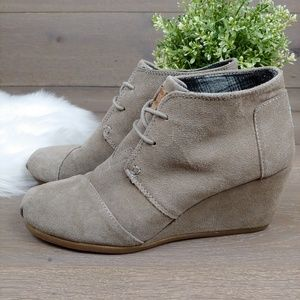 Toms Wedge Booties Taupe Suede Lace Up